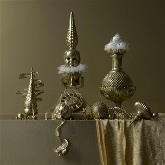 Still Life in Gold with Miss Call / second variation